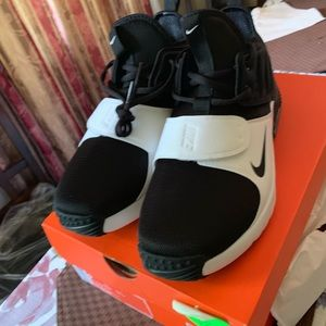 Brand new Nike aire Max trainer. Size 9